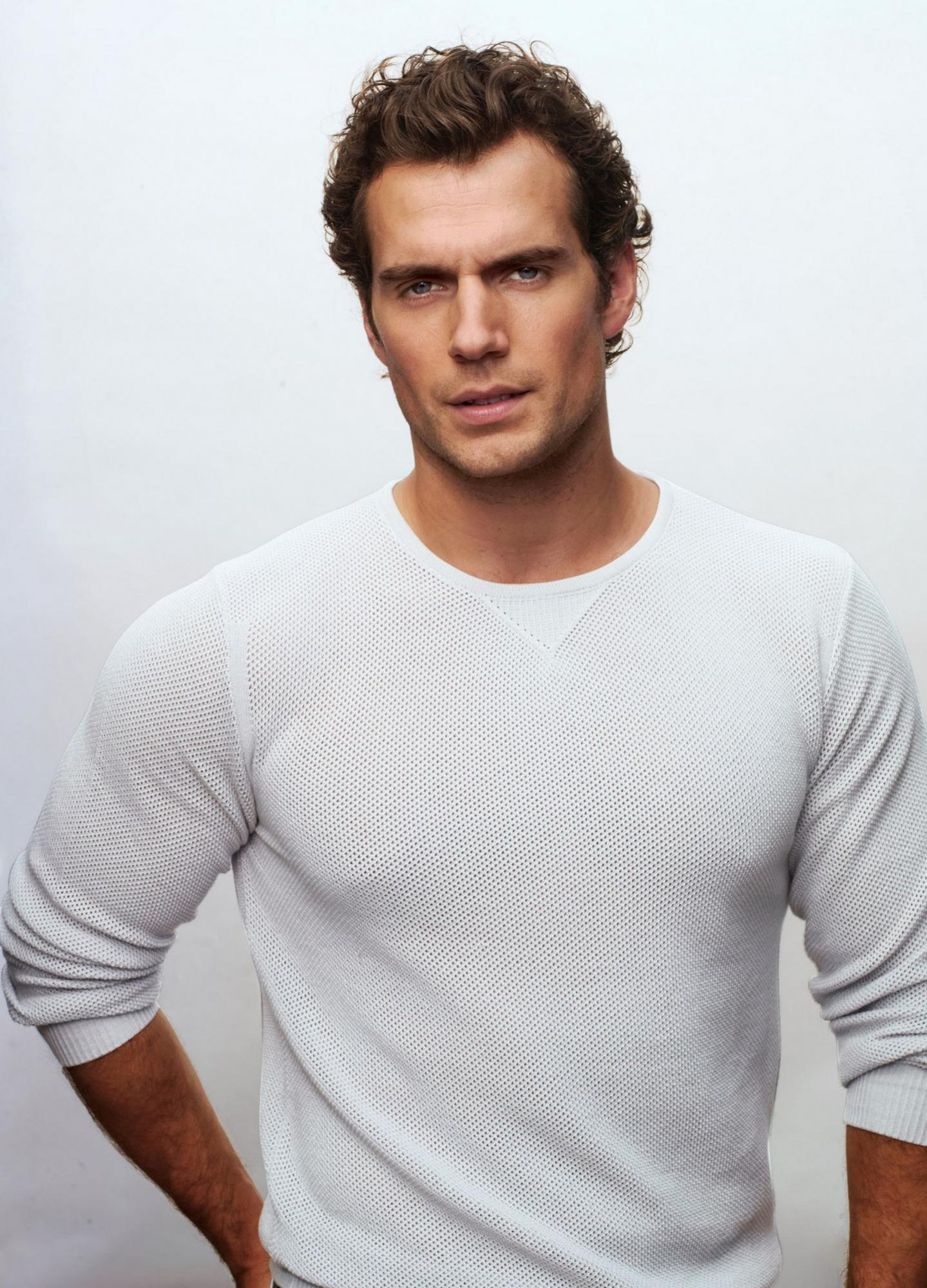 Name:  henry-cavill-covers-details-june-2013-06.jpg Views: 58 Size:  351.6 KB