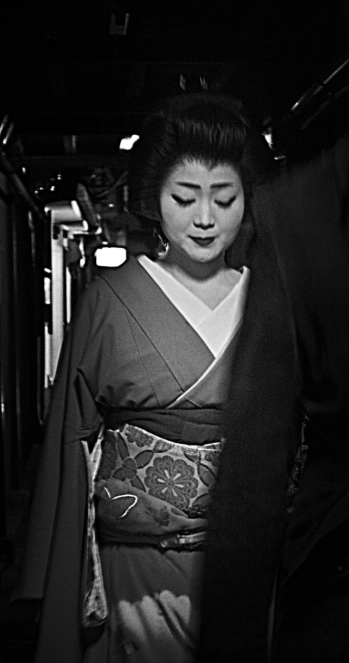Name:  cropped bw geisha.jpg