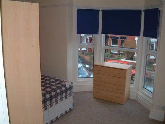 Name:  bedroom.JPG Views: 64 Size:  34.5 KB