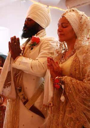 Name:  1983d1268355396-is-sin-sikh-marry-non-sikh-sikh_wedding_ceremony.jpg Views: 70 Size:  21.1 KB