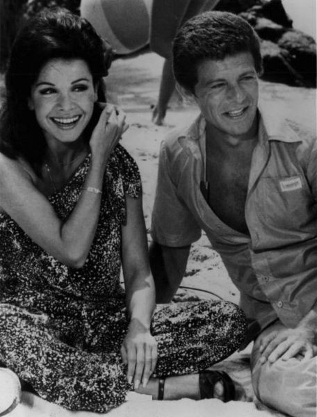 Name:  456px-Frankie_Avalon_Annette_Funicello_1977.jpg