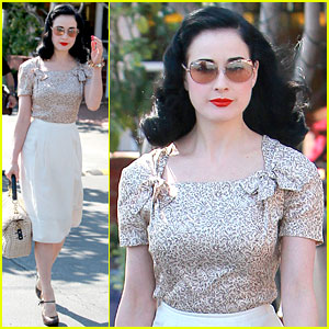 Name:  dita-von-teese-planning-collection-launch-event.jpg Views: 192 Size:  36.5 KB