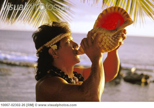 Name:  hawaii_native_local_man_at_ocean_blowing_conch_shell_with_shell_haku_10067-02302-26.jpg Views: 675 Size:  27.6 KB
