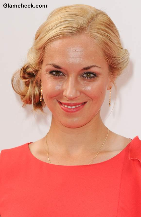 Name:  Sabine-Lisicki-Hairstyle-Side-Bun.jpg Views: 528 Size:  34.8 KB