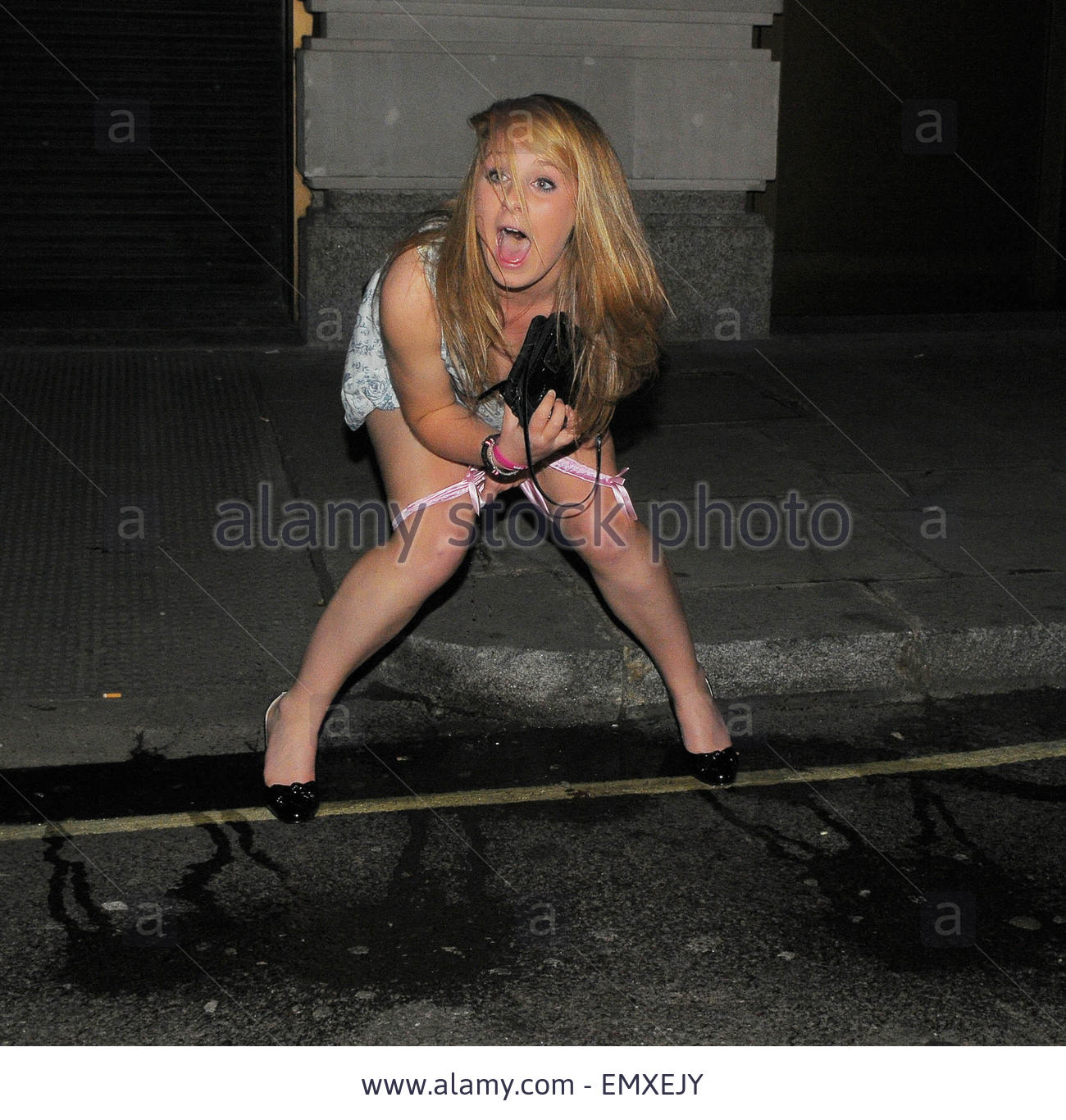 Name:  04november2009-london-a-week-after-a-girl-in-cardiff-was-pictured-EMXEJY.jpg Views: 105 Size:  262.3 KB