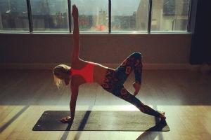 File:Yoga 2.jpg