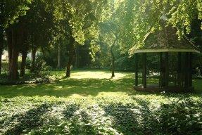 File:Fellows-garden.jpg