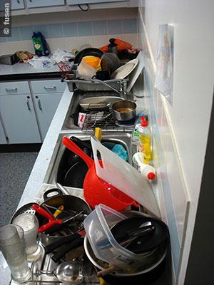 File:Messy-kitchen fusen.jpg