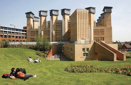 File:Coventry university library.jpg