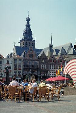 File:Nijmegen-market-square-(2).jpg