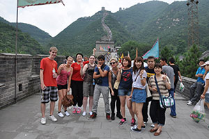 File:Students-on-great-wall-of-china.jpg