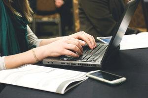 File:Rsz woman-typing-writing-windows.jpg
