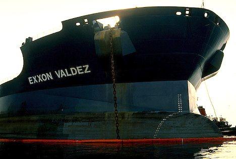 File:Exxon-valdez-tankerFINCHUX5.jpg