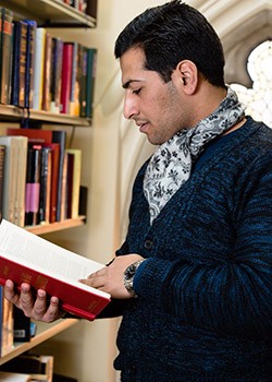File:Studying-law-at-university-of-buckingham.jpg