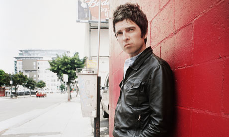 File:Noel-Gallagher-leans-agai-007.jpg