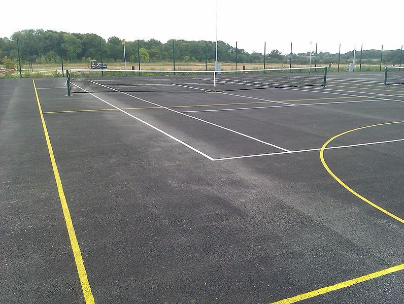 File:Warwick Lakeside Tennis Courts Large 1.jpg