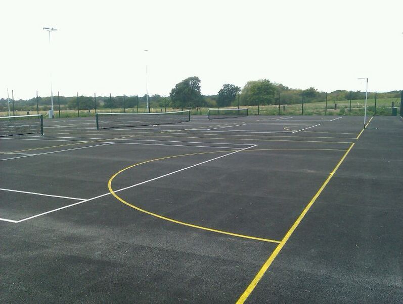File:Warwick Lakeside Tennis Courts 2.jpg