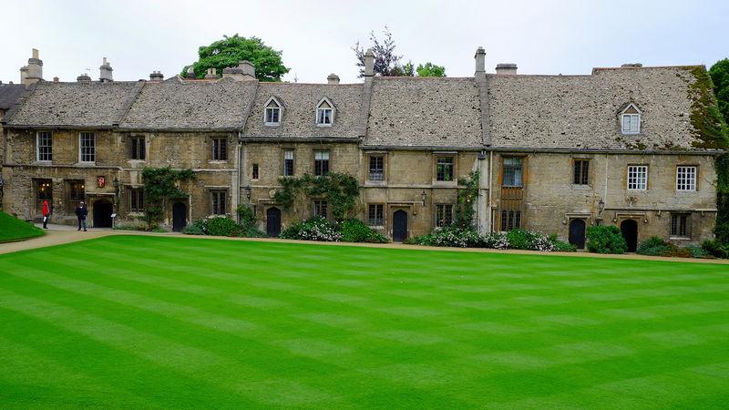File:Worcester Medieval Cottages.jpg