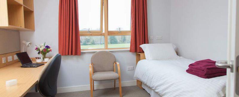 File:Worcester Bedroom.jpg