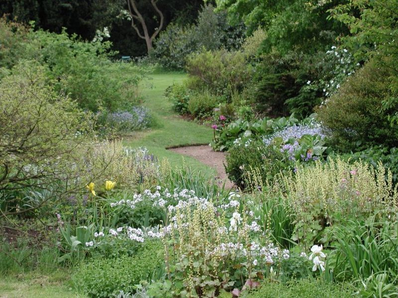 File:Gardenpath2.jpg