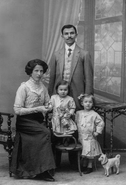File:Family pose.jpg